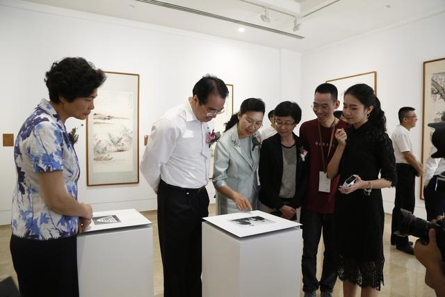 09中共中央统战部副部长许又声参观展览