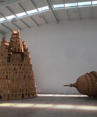奚建军 《通天塔》 木质,图片,铁架 750x500cm,2017-2018年