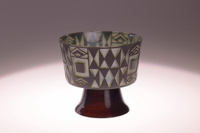 为科隆制造同盟展设计的带底座的器皿