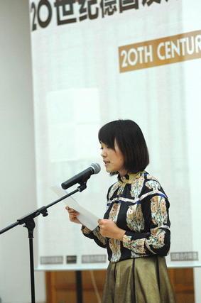 王洋宣读中国美术学院院长许江致辞