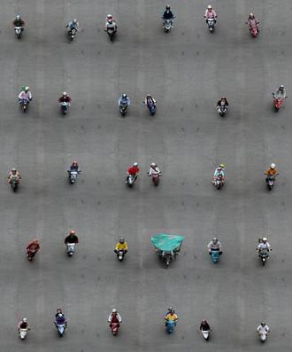 陈宛伶 浮動小機車 相纸冲印 260x240cm